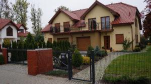 Leszno ul. Kąkolewska - domy w zabudowie bliźniaczej i dom jednorodzinny